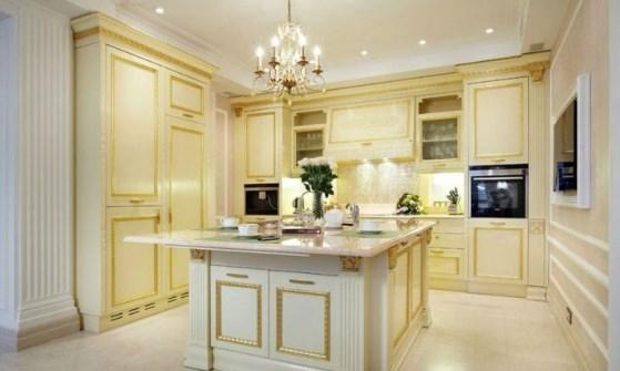 кухня-с-хрустальной-люстрой-и-накладными-светильниками