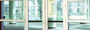 Безопасная красота стеклянных дверей