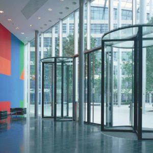 Входные группы из стекла — прозрачность и функциональность